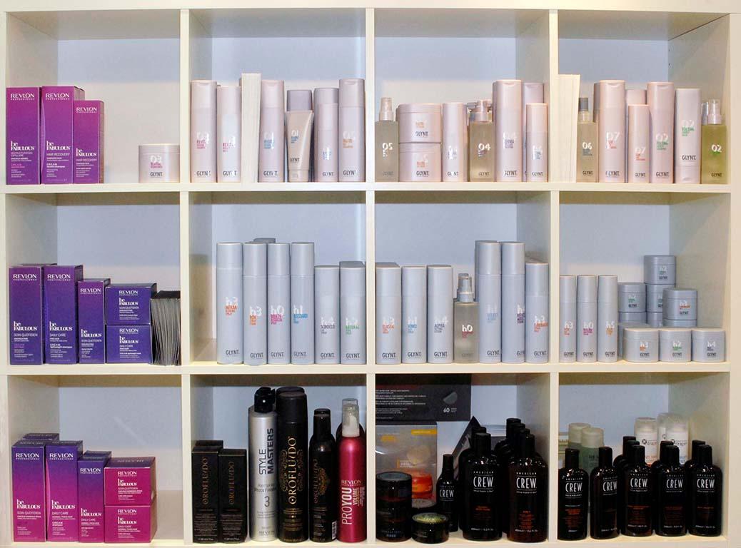 Wir pflegen ihr Haar mit Produkten von Revlon, Glynt und American Crew